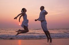 Liefdeverhaal op het strand royalty-vrije stock fotografie