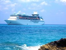 Lieferung angekoppelt in den Karibischen Meeren Stockbild