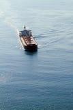 Lieferung auf Ozean stockfoto