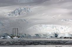 Lieferung in der Antarktis Lizenzfreie Stockbilder