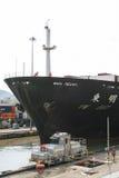 Lieferung, die den Panamakanal beendet Lizenzfreie Stockfotografie
