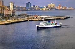 Lieferung, die zum Havana-Schacht ankommt lizenzfreie stockfotos