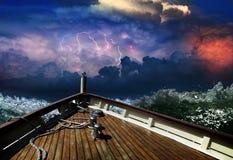Lieferung in einem stürmischen Meer Stockbild