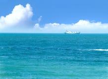 Lieferung im Meer Stockbild