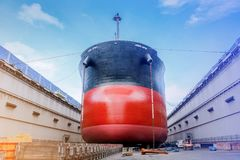 Lieferung in sich hin- und herbewegendem trockenem Dock lizenzfreies stockbild