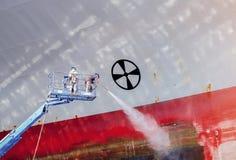 Lieferung in sich hin- und herbewegendem trockenem Dock stockfotografie