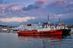 Lieferungen im Spaltehafen Lizenzfreies Stockfoto