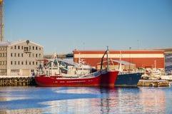 Lieferungen am Tromso Kanal Stockbild