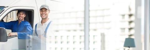 Lieferungs-Kuriere im Packwagen mit Übergangseffekt lizenzfreies stockbild