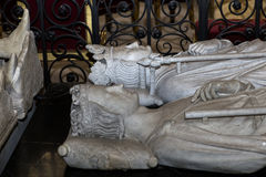 Liegende Statue in der Basilika von St Denis, Frankreich Stockbilder