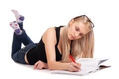 Liegender und studierender Student Stockbilder