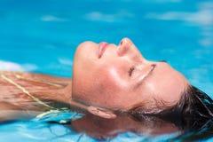 Liegenfrau des Wassers Stockbild
