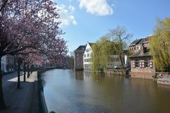 LIER, BELGIEN - 22. MÄRZ 2016: Ansicht über den Nete-Fluss stockfotos