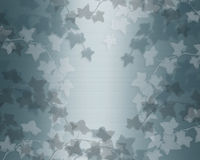 Lierre sur le fond bleu de satin de sarcelle d'hiver Photographie stock libre de droits