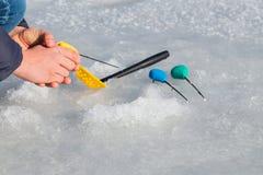 lies för fiskeis bara blockerade vinterzander Royaltyfri Fotografi