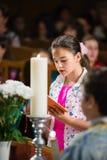 Liest das Gebet Lizenzfreies Stockbild