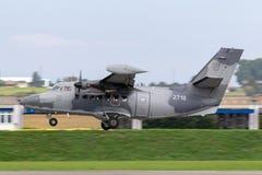 Liet de de Luchtmacht Slowaakse Luchtmacht van de Slowaakse Republiek l-410 tweelingvliegtuigen van het motornut royalty-vrije stock afbeelding
