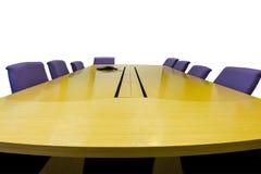 Lieu de réunion d'isolement avec la table en bois sur le blanc Photographie stock