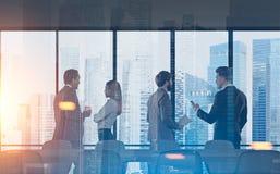 Lieu de réunion de membres de l'équipe d'affaires, ville moderne Images libres de droits