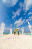 Lieu de rendez-vous étonnant de mariage de plage en Maldives, filtre de vintage Photos libres de droits
