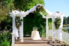 Lieu de rendez-vous de mariage de l'Orégon par le lac photographie stock