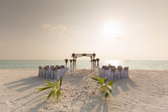 Lieu de rendez-vous de mariage de plage de coucher du soleil des Maldives Photos libres de droits