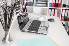 Lieu de travail avec l'ordinateur portable Photographie stock libre de droits