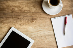 Lieu de travail avec la tablette blanc de Digitals Photo libre de droits