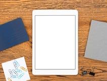 Lieu de travail avec la tablette blanche Image stock