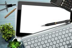 Lieu de travail avec la tablette numérique Photos stock