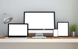 lieu de travail avec le site Web sensible d'écran vide de conception sur des dispositifs illustration stock