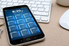 Lieu de travail avec le téléphone portable moderne Photos stock