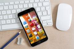Lieu de travail avec le téléphone portable moderne Photos libres de droits