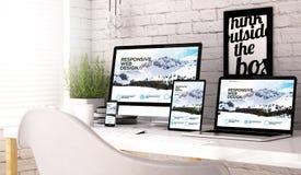 Lieu de travail de collection de dispositifs avec le site Web sensible illustration stock