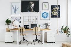 Lieu de travail créatif dans la maison Photo libre de droits