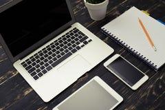 Lieu de travail d'affaires avec l'ordinateur portable Photos libres de droits
