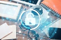 Lieu de travail d'affaires avec le PC de comprimé et concept de sécurité sur l'écran Images libres de droits