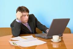 lieu de travail d'ordinateur portatif d'homme d'affaires Photo stock