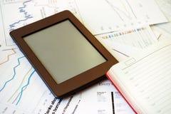 Lieu de travail dans le bureau, ebook avec l'espace pour le texte Photographie stock