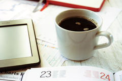 Lieu de travail dans le bureau, le café et l'ebook Image libre de droits