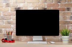 Lieu de travail de bureau avec le PC Photo stock