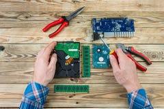 Lieu de travail de concept de réparation d'ordinateur Images libres de droits