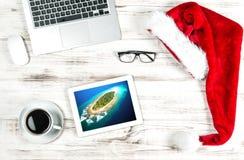 Lieu de travail de siège social avec du café Concept de vacances d'affaires Photos stock