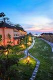Lieu de villégiature luxueux au coucher du soleil dans le paradis de la Thaïlande Image stock