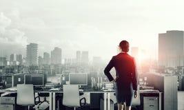 Lieux de travail d'entreprise équipés par l'équipement moderne Media mélangé Photo libre de droits