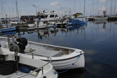 LIFE AT DRAGOR FISHING HABOUR Royalty Free Stock Photography