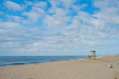 Free Life Guard House And The Beach Royalty Free Stock Photos - 121609658