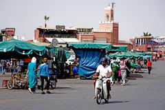 Daily life in the Jamaâna el-Fna square in Marrakech. Marrakesh Morocco Jamaa el Fna in Arabic: ساحة جامع الفناء jâmi`-fanâ`, or even Jemaa el Stock Photos