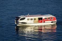 Lifeboat łódź w na morzu Obrazy Royalty Free