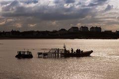 Lifeboat залива Trearddur inshore приходя ashore стоковое фото